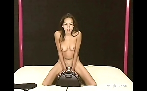 Oriental girl daisy rides the sybian to clamber up be fitting of the primary era
